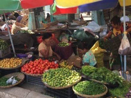 birmanie-voyage-marche-ville-circuit